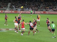 Aussie football – history, popularity and what sets it apart from rugby and American football